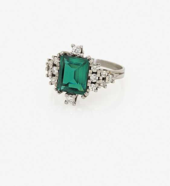 Cocktail ring with emerald and diamonds. USA, 1970s - photo 1
