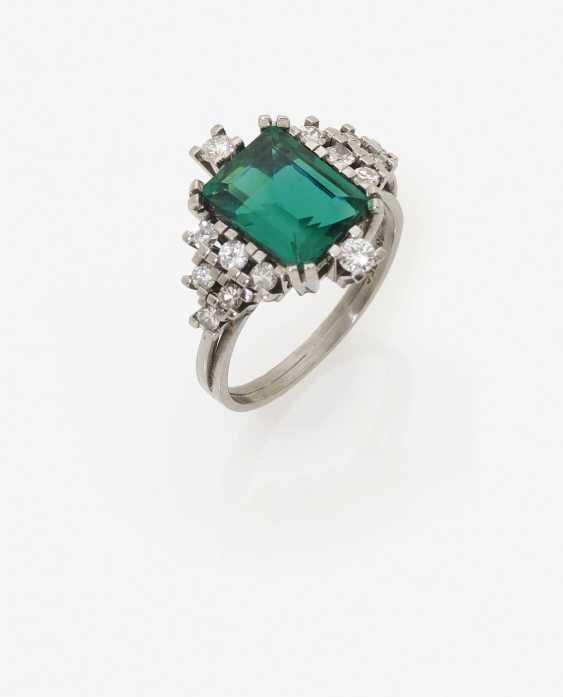 Cocktail ring with emerald and diamonds. USA, 1970s - photo 2