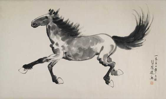 In the style of Xu Beihong: Galloping horse - photo 1