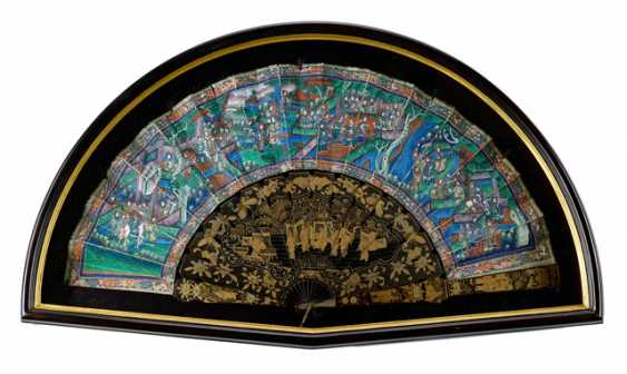 Two finely painted fan with ivory ribs and a lacquer trays with figure painting - photo 2