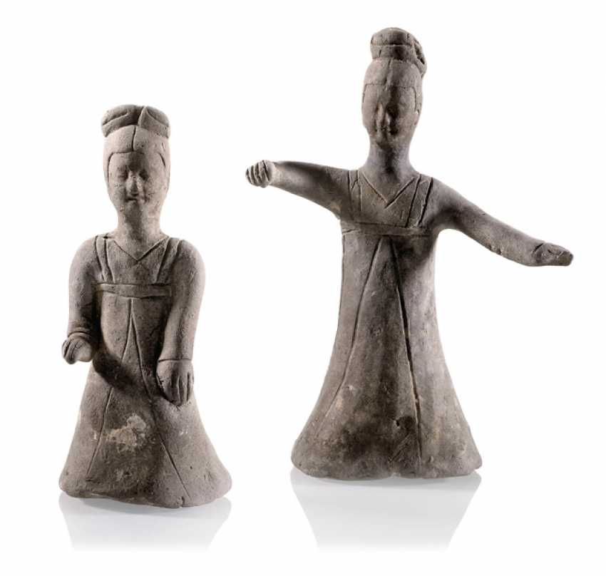 Two clay figures of a dancer and musician - photo 1