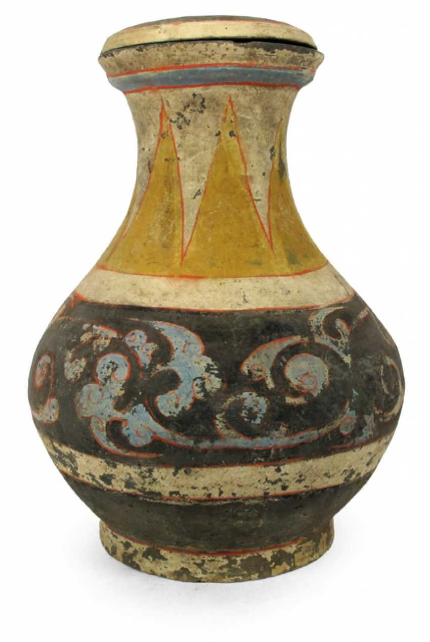 Cover clay urn with polychrome paint - photo 1