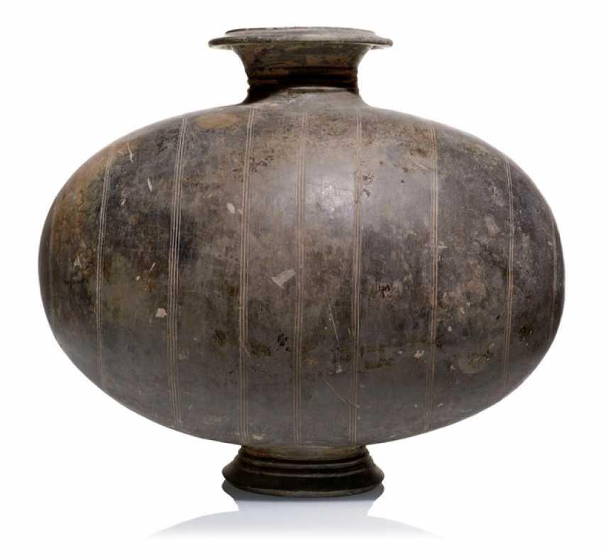 Кокон образный бутылка из серой глины - фото 1