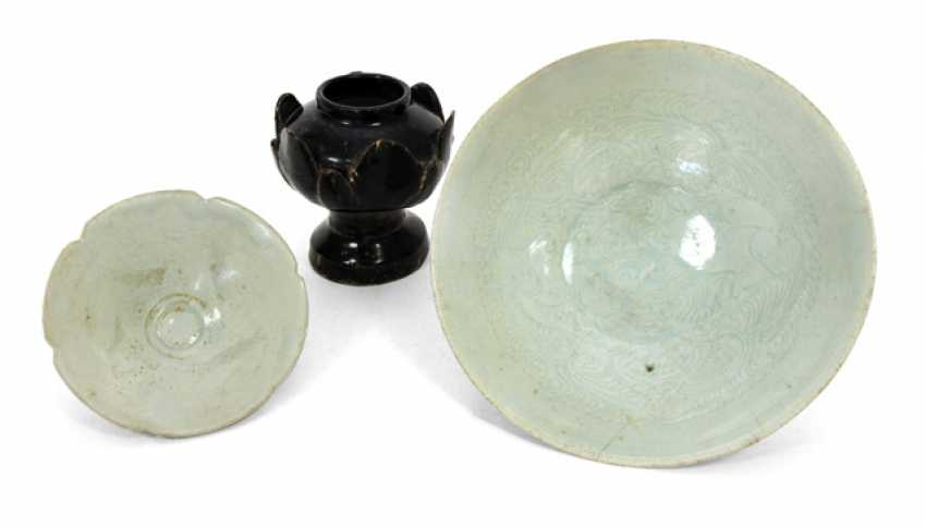 Two brightly glazed bowls made of porcelain and brown-glazed Lotus bowl made of ceramic - photo 1