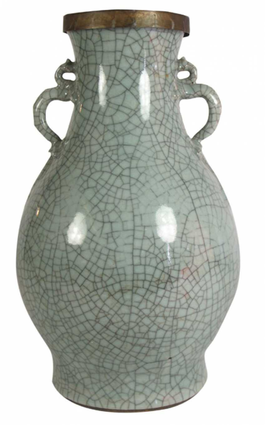 Celadon-colored Vase with 'Ge'-glaze, and two Chilong as the Handle - photo 1