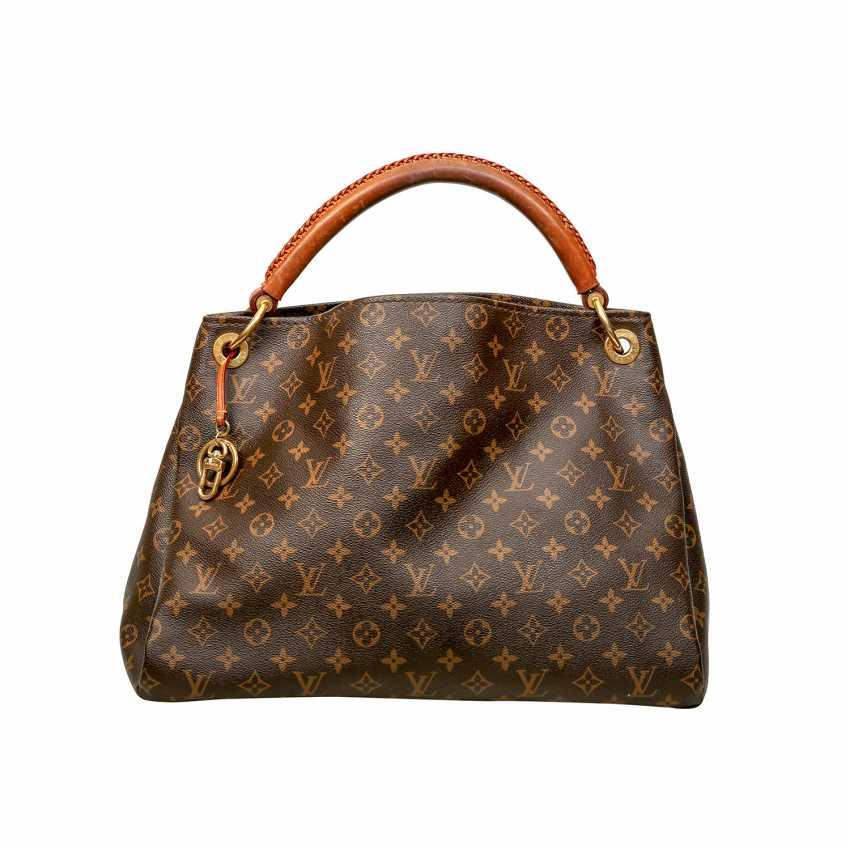 0d28fe8c7334 Lot 13. LOUIS VUITTON shoulder bag