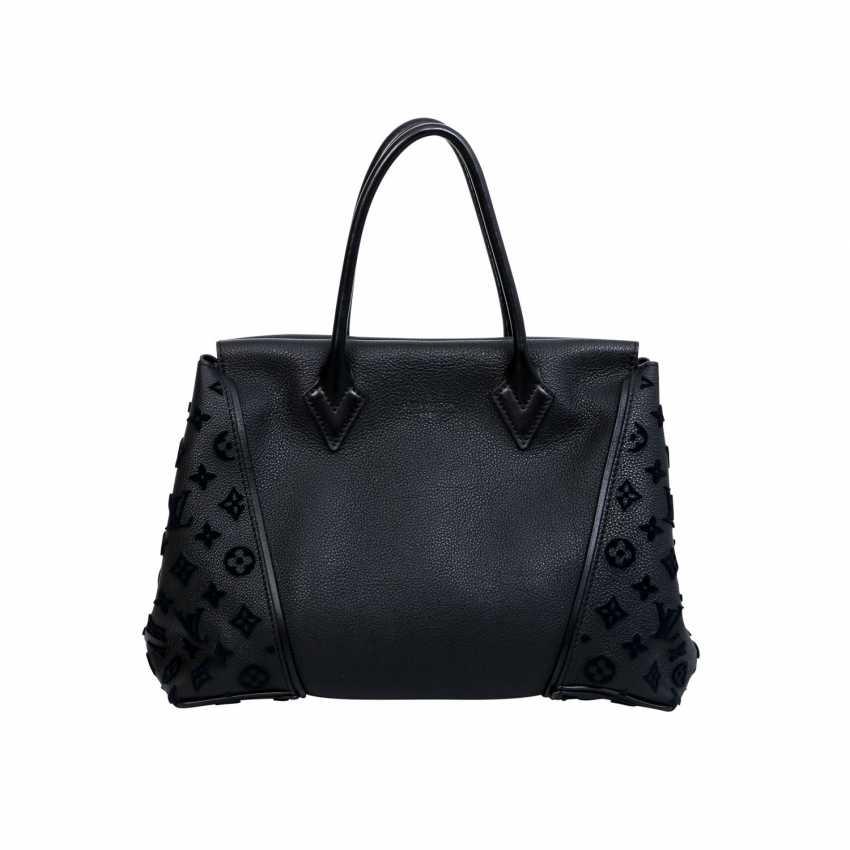 5cdf99a34d95 Lot 79. LOUIS VUITTON handle bag