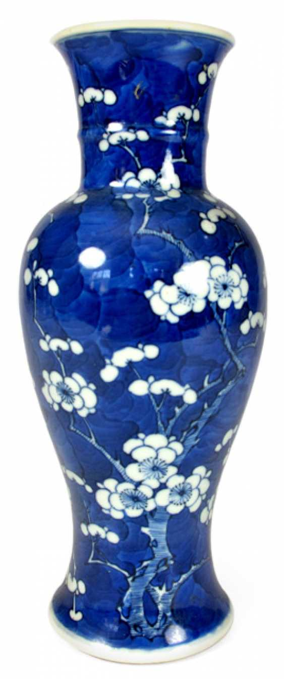 Under glaze blue Vase made of porcelain with a decor of plum blossom - photo 1