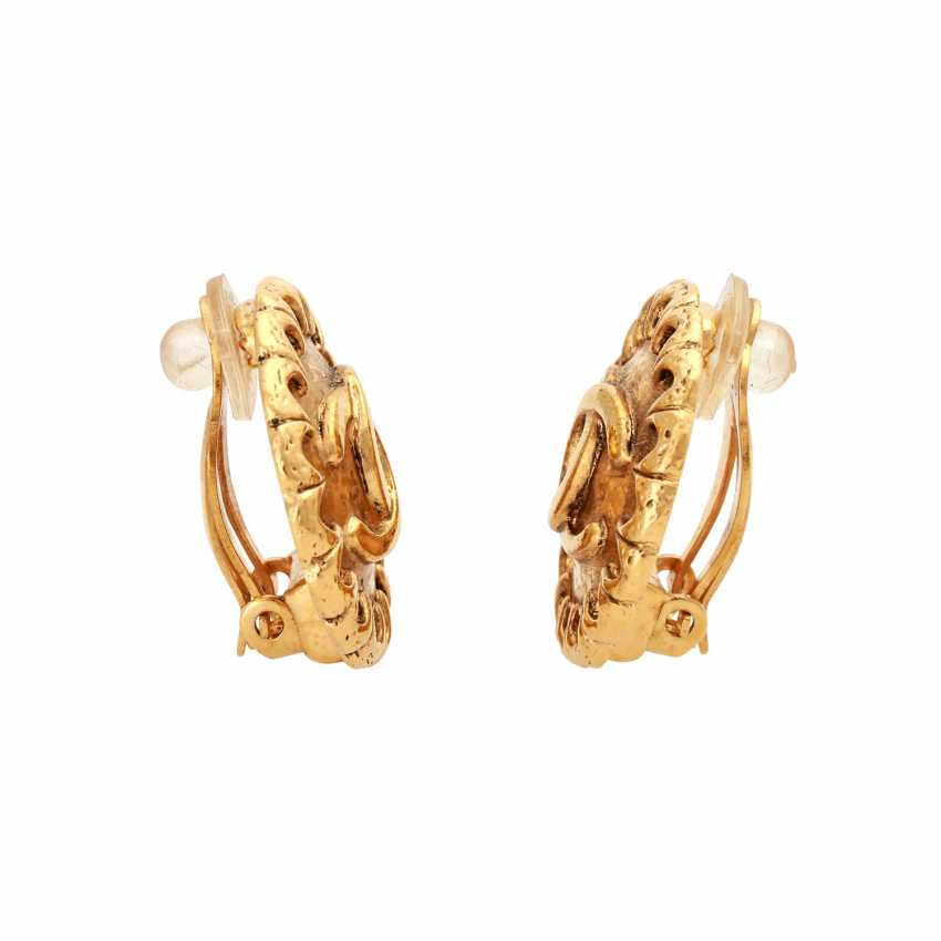 Lot 306  CHANEL VINTAGE costume jewelry clip-on earrings