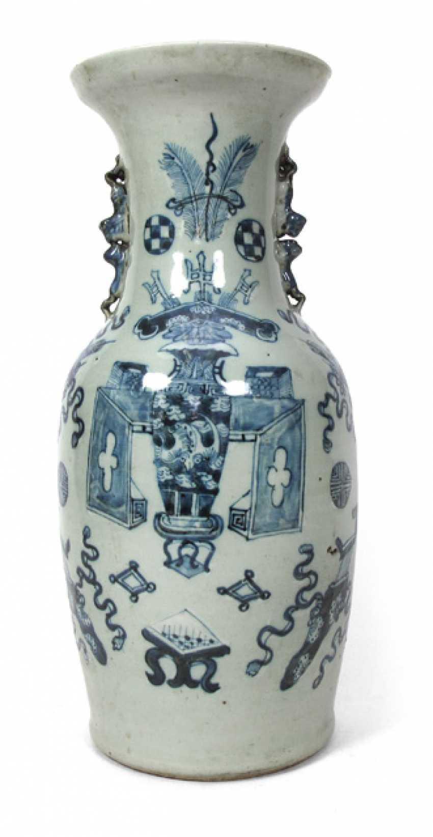 Underglaze blue Vase with various Antiques and emblems - photo 1