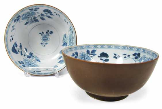 Pair of underglaze blue 'Nanking Cargo' bowls made of porcelain - photo 1