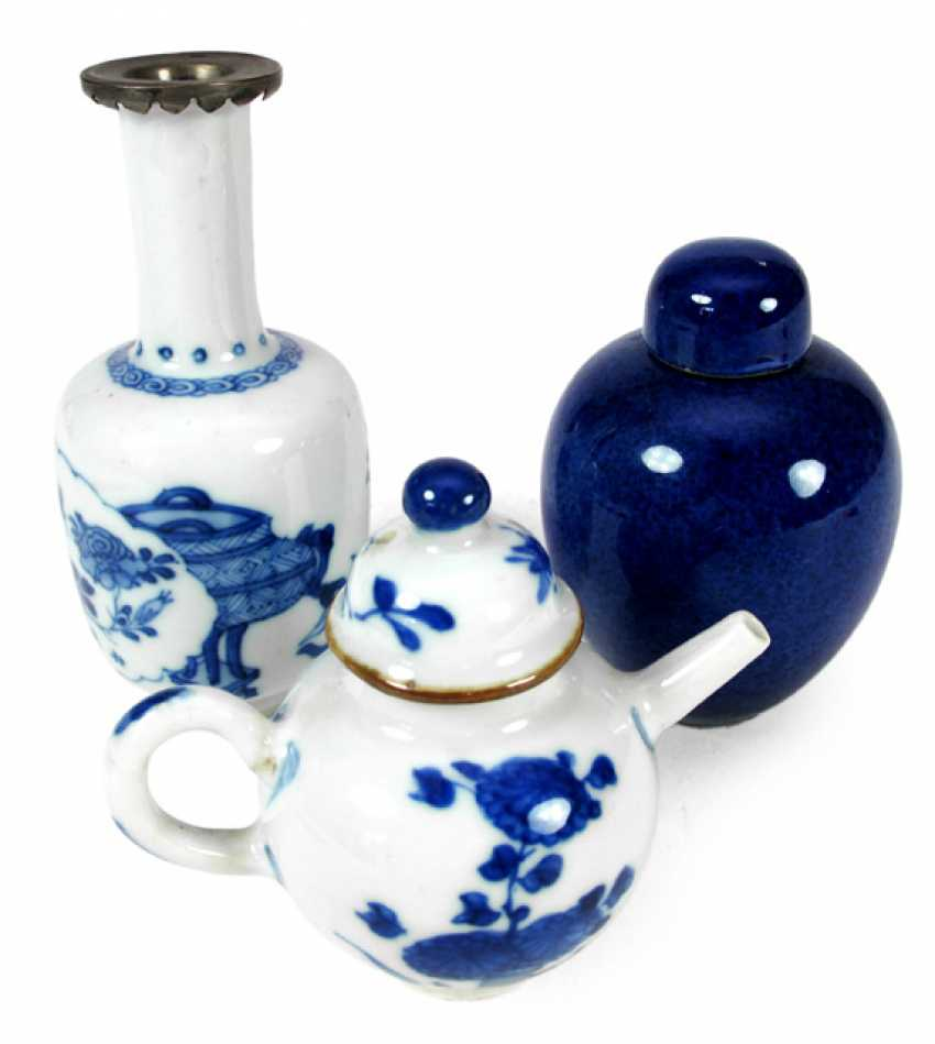 Small underglaze blue teapot and Vase, and a small cobalt blue lidded vase - photo 1