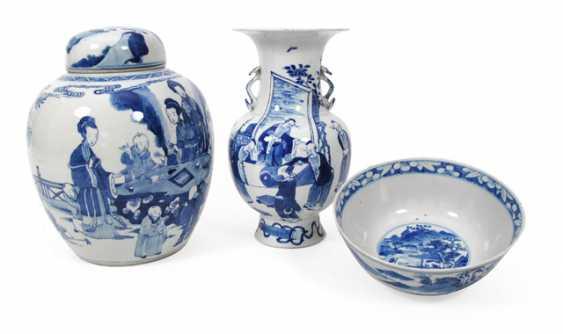 Under glaze blue decorated lidded vase, Vase and bowl - photo 1