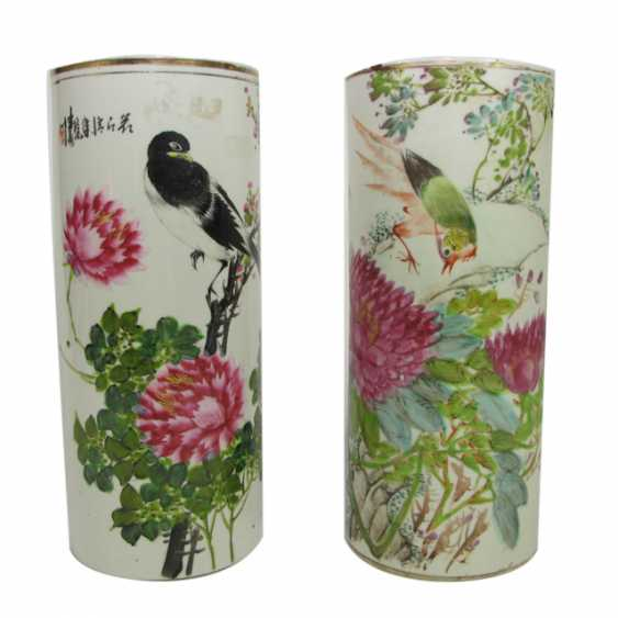 Pair of Rouleau vases made of porcelain with a peony and bird decoration, and inscription - photo 1
