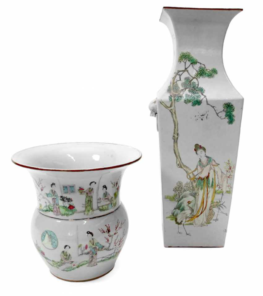 Two vases made of porcelain with figural scenes and characters - photo 1