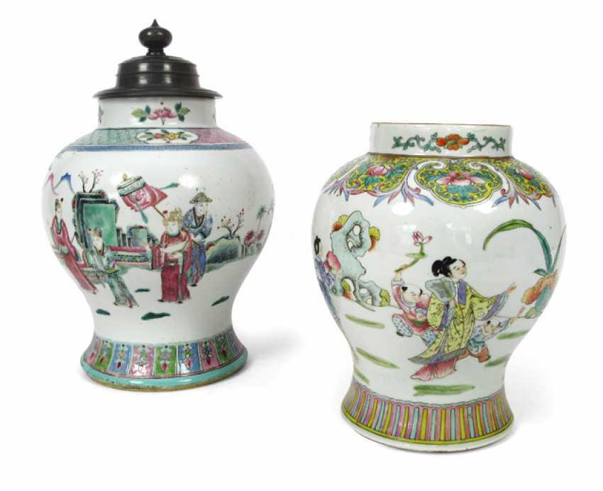 Vase and lid vase of polychrome decorated porcelain figure decor - photo 1