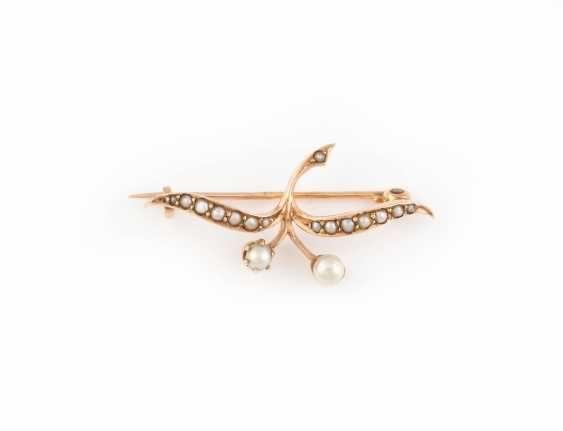 HISTORICAL BROOCH WITH PEARL TRIM - photo 1