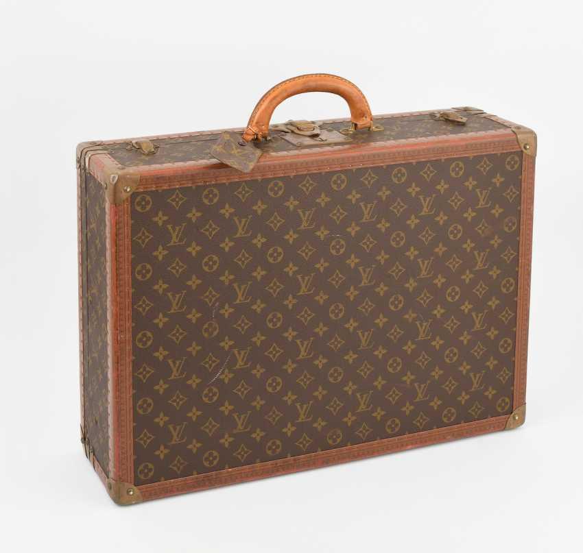 e483b10c32b7b Lot 2333. Louis Vuitton