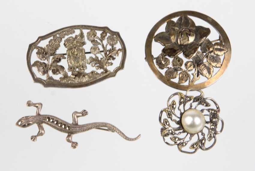 4 brooches - photo 1