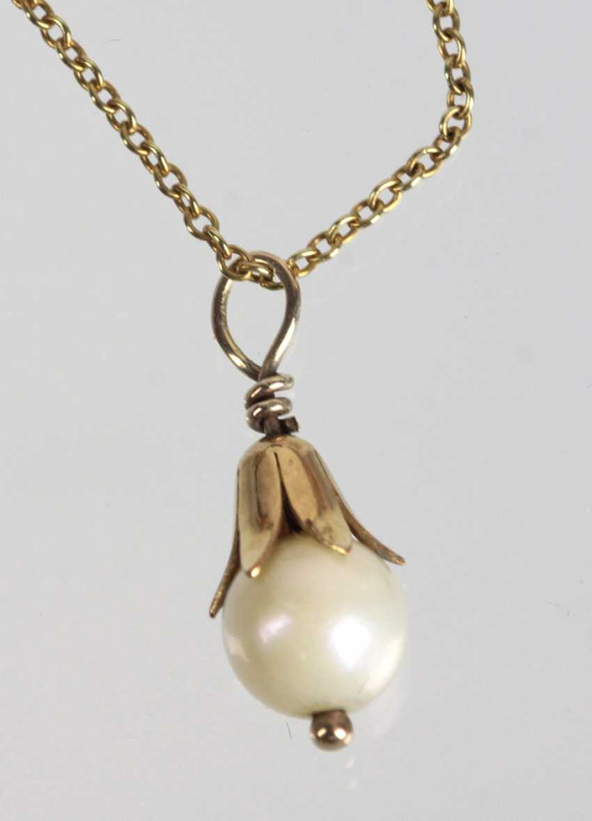 14-Karat gold chain with pearl pendant - photo 1