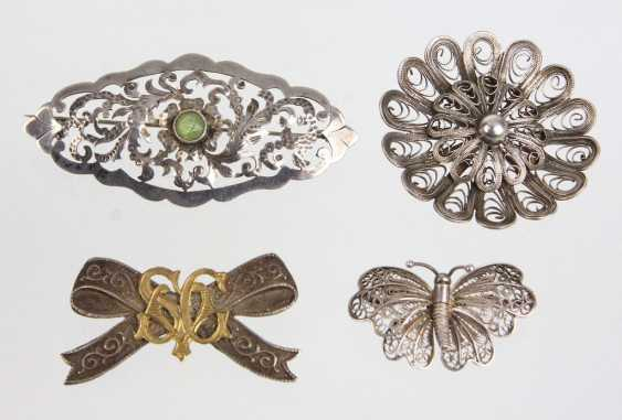 Item Brooches - photo 1
