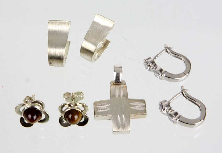 3 Pairs of earrings among others - photo 1
