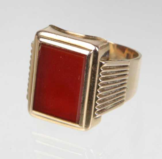 Men's ring with carnelian yellow gold 333 - photo 1