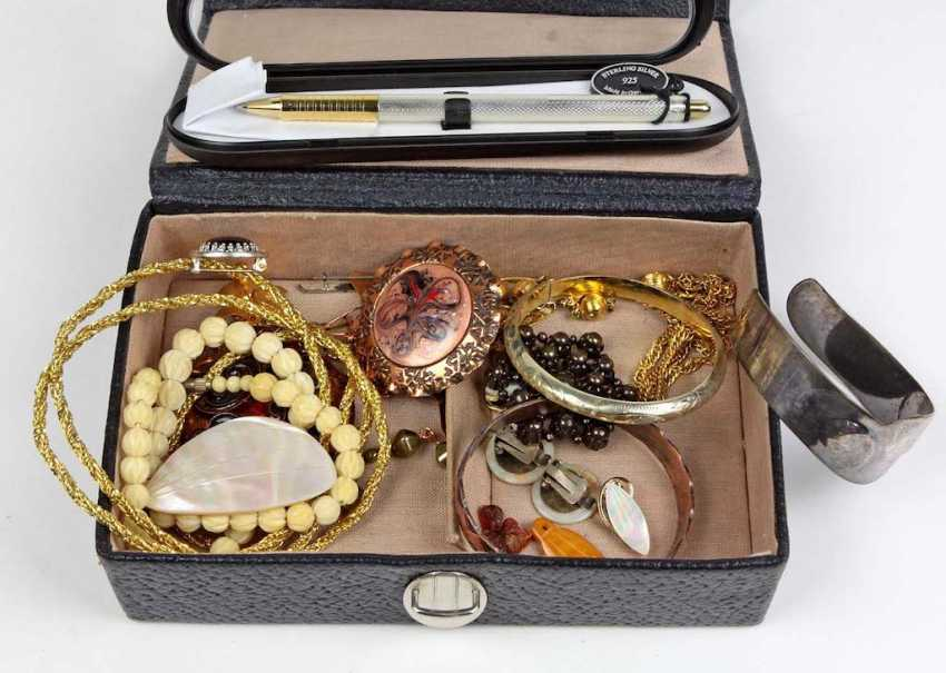 Items, fashion jewelry etc - photo 1