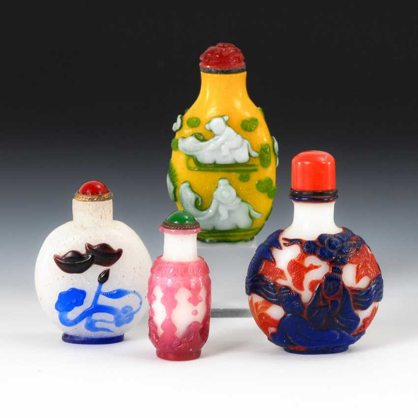 4 Snuffbottles - colored flashed glass. - photo 1