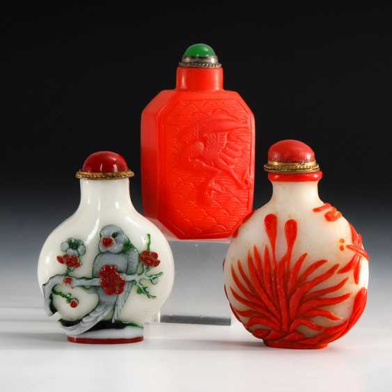 3 Snuffbottles - colored glass and - photo 1