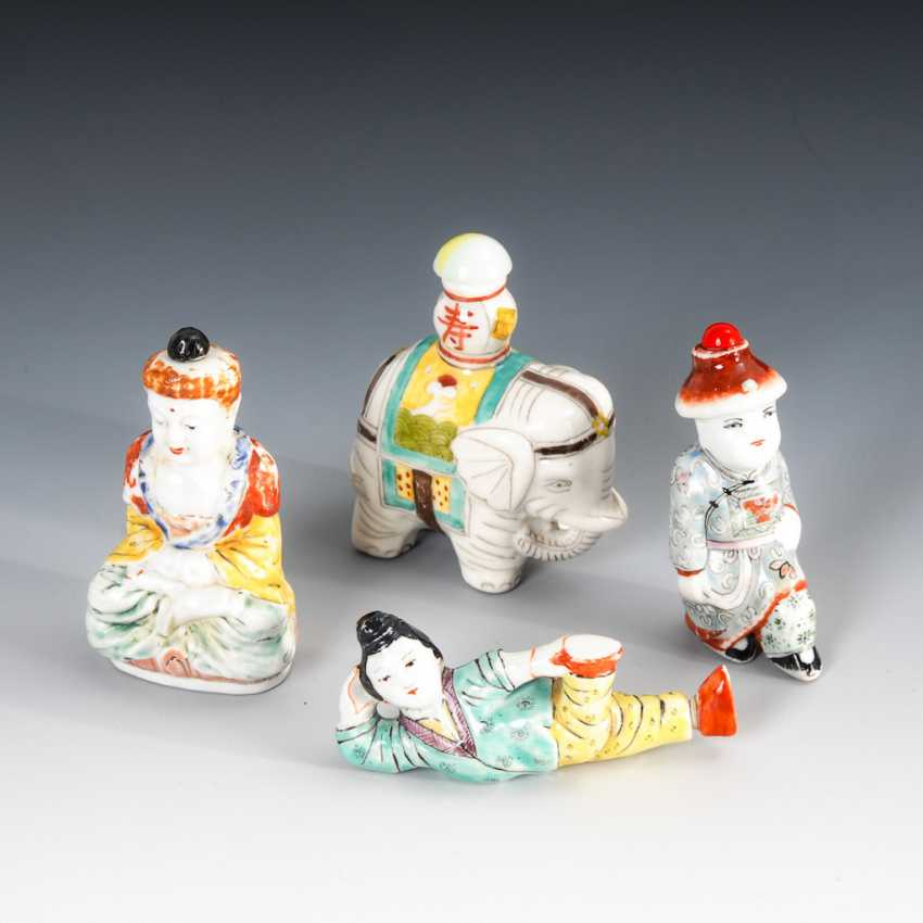 15 Snuffbottles, and partly figurative. - photo 2