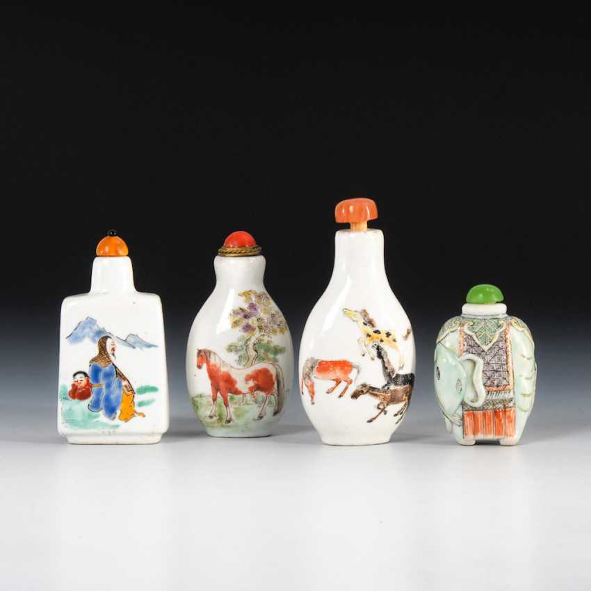 15 Snuffbottles, and partly figurative. - photo 3