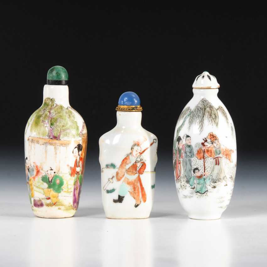 15 Snuffbottles, and partly figurative. - photo 5