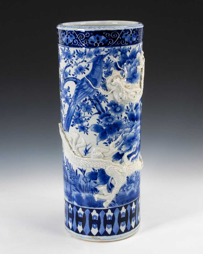 Cylindrical floor vase with dragon. - photo 1