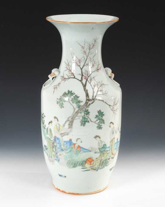 Vase with fine, figurative painting. - photo 1