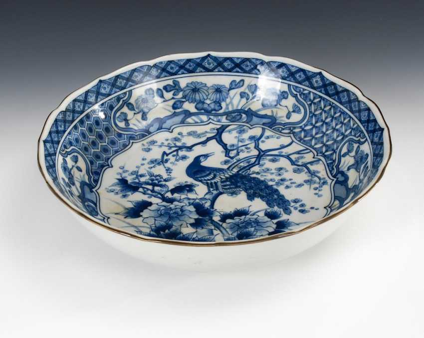 Large porcelain dish with underglaze B - photo 1