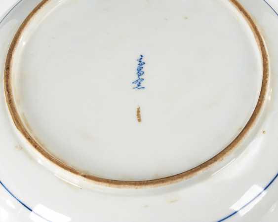 Large porcelain dish with underglaze B - photo 2