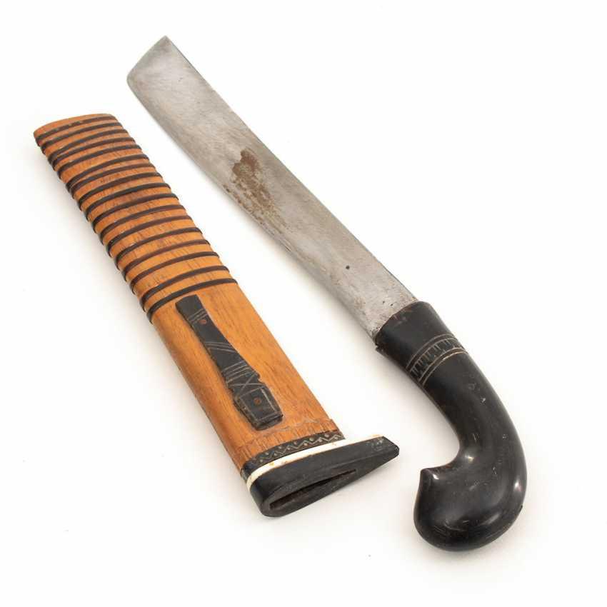 Breites Messer in Scheide. - Foto 1