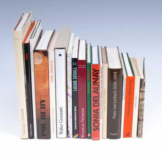 18 artists ' monographs. - photo 1