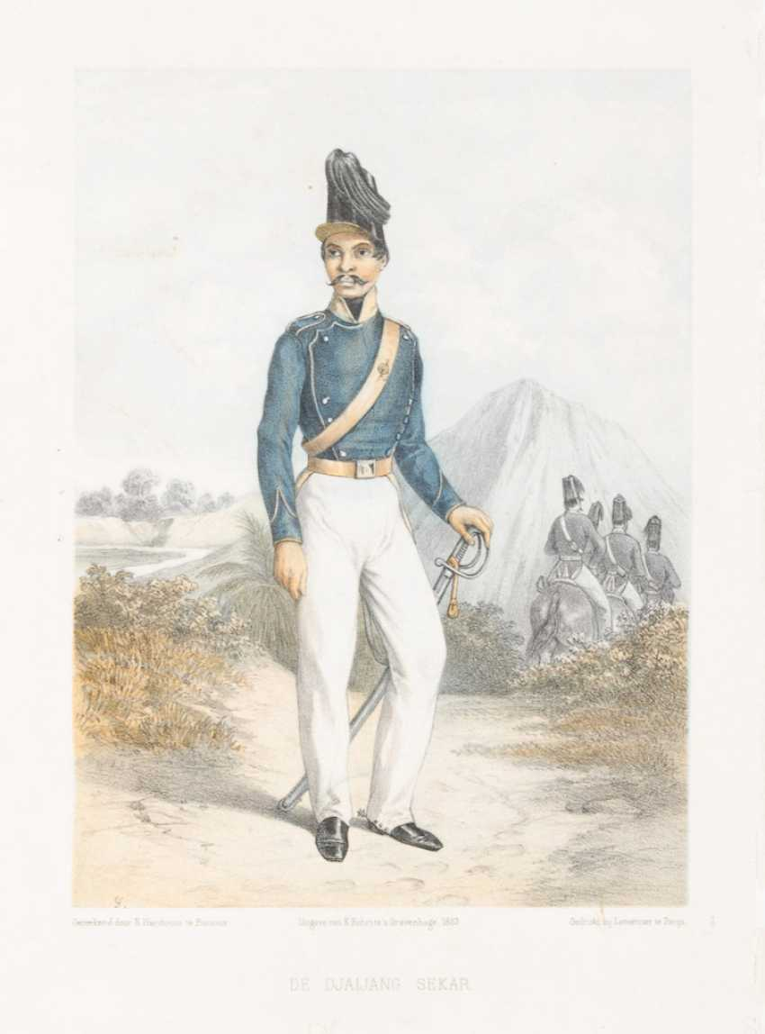 6 illustrations of military uniforms - photo 1
