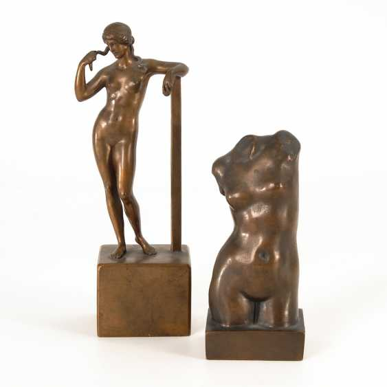 2 small bronzes: a Standing Venus and Mrs - photo 1
