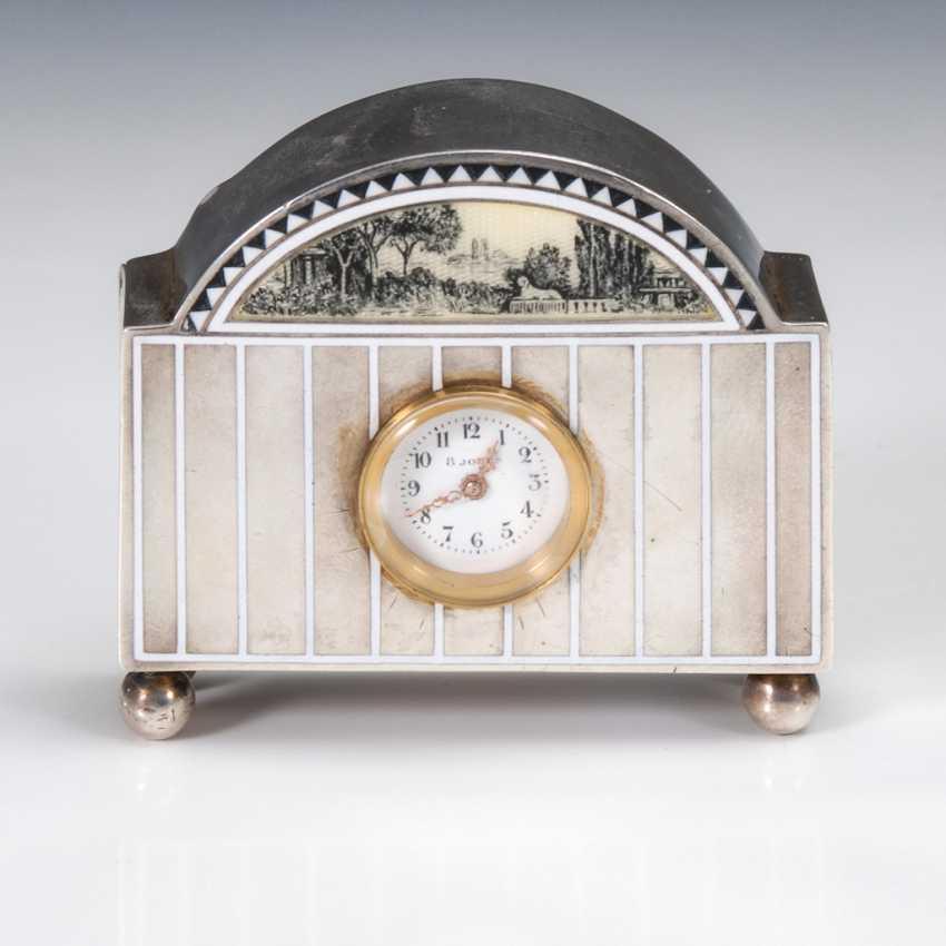 Los 2214 Kleine Silberne Tischuhr Aus Dem Auktionskatalog