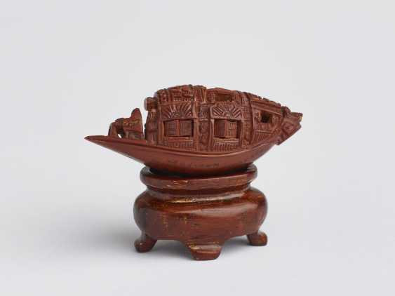 ZHAN GUSHENG: MINIATURE WORK OF COVERED BOAT WITH PASSENGERS AND LONG POEM - photo 5