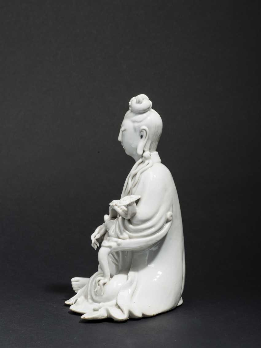 SEATED GUANYIN WITH SCEPTER - photo 4