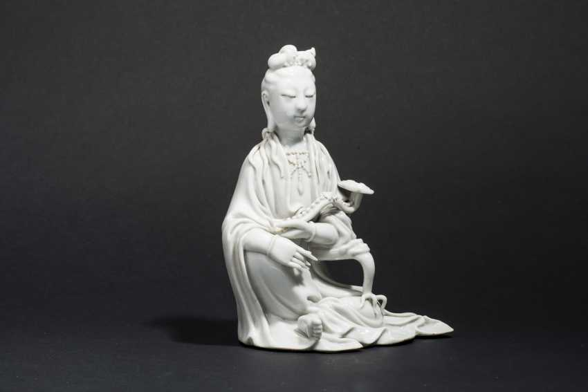 SEATED GUANYIN WITH SCEPTER - photo 3