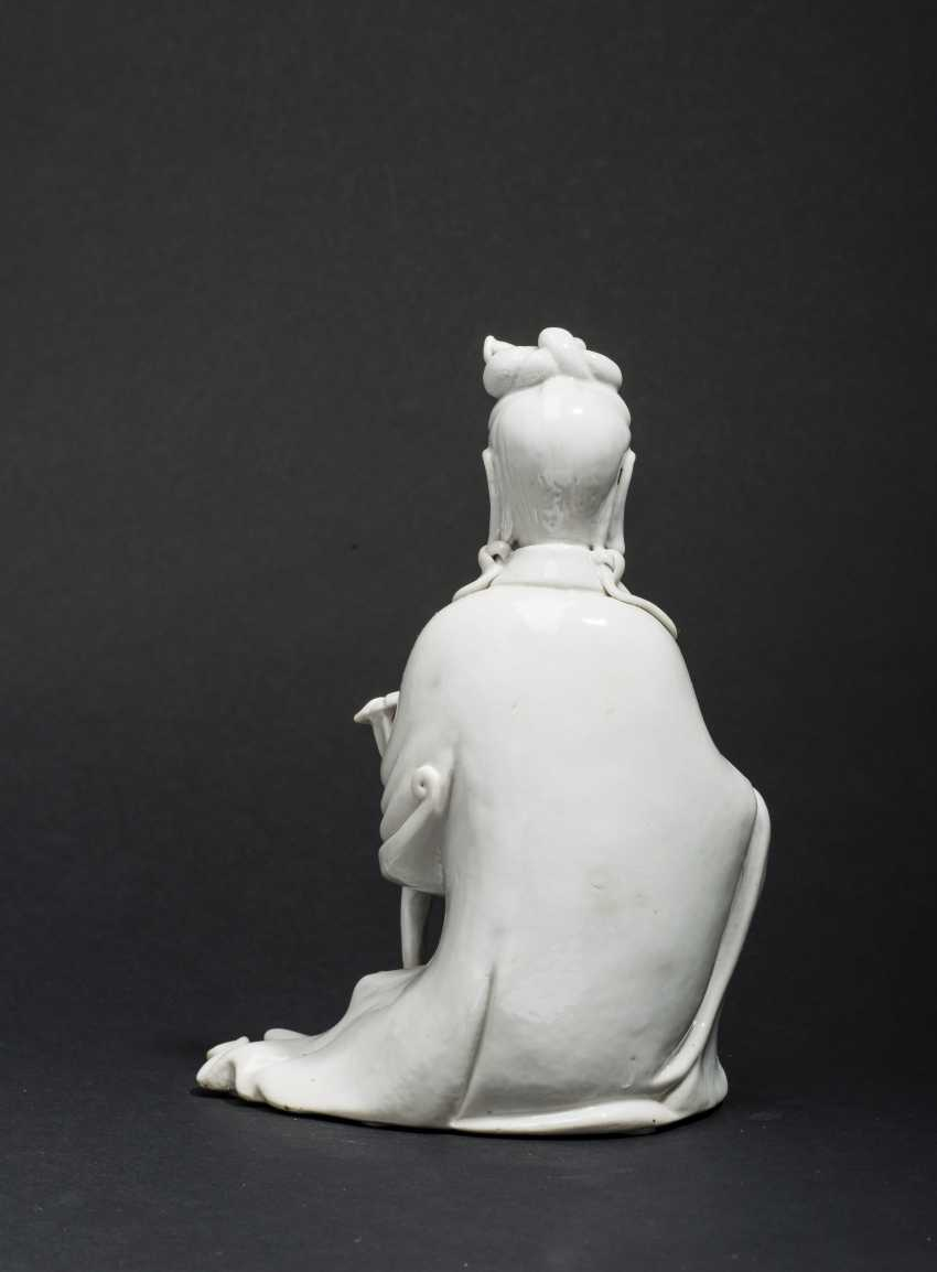 SEATED GUANYIN WITH SCEPTER - photo 2