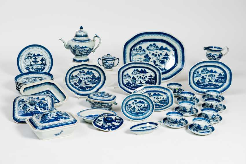 A ÜBERKOMPLETTES PORCELAIN SERVICE - photo 1