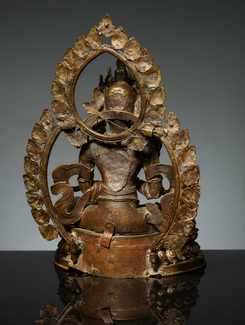 BODHISATTVA IN FRONT OF A DOUBLE NIMBUS - photo 3