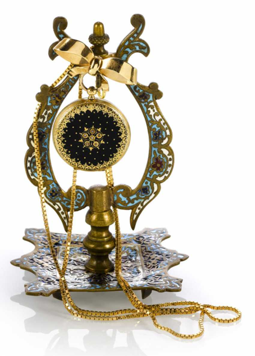 Pocket watch with brooch, chain and watch stand. 19./20. Century - photo 1