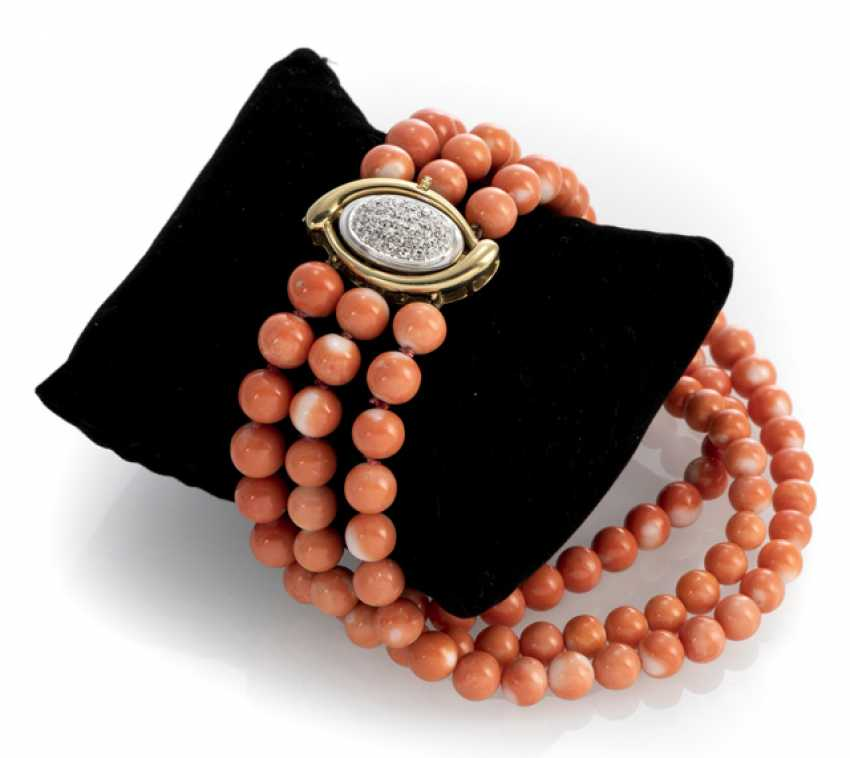 Coral bracelet with diamond clasp - photo 1